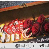 جعبه گل 4 شاخه با انواع شکلات