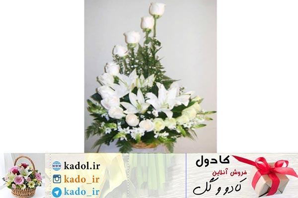 سبد گل رز سفید و گلایول